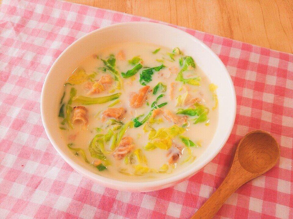 春キャベツと鮭缶の豆乳味噌スープ