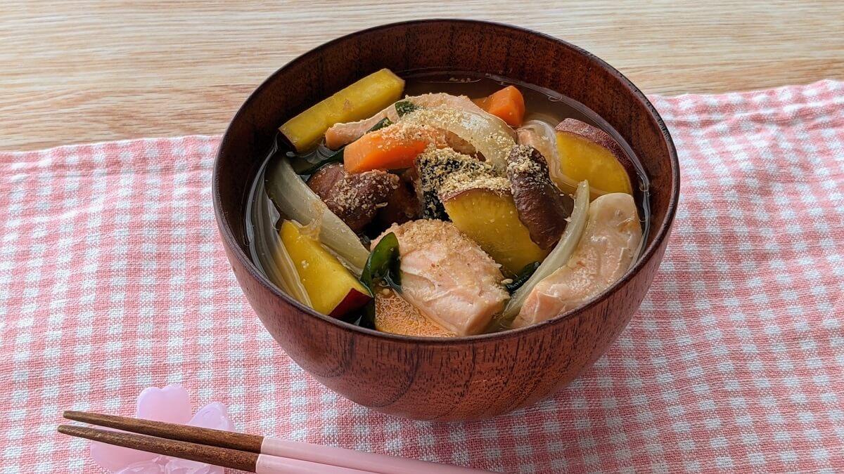 【レシピ】電子レンジで簡単!まごわやさしい♪鮭と根菜のみそ汁