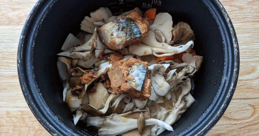 【レシピ】まいたけと鯖味付缶と根菜の炊き込みご飯